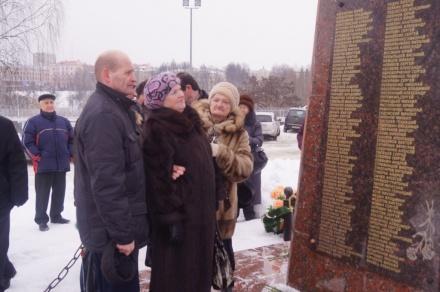 Возложение цветов памятнику воинов-интернационалистов